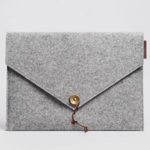 KUNGSTEN-felt-laptop-cover-light-grey