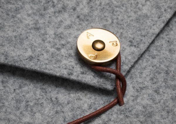 KUNGSTEN-felt-laptop-cover-light-grey